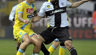 Parma's Cristian Molinaro, right, vies for the ball with Napoli's Marek Hamsik of Slovakia, during their Serie A soccer match at Parma's Tardini stadium, Italy, Sunday, April 6, 2014. (AP Photo/Marco Vasini)