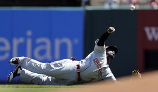 Cincinnati Reds second baseman Brandon Phillips throws St. Louis Cardinals' Kolten Wong out at first during the first inning of a baseball game Wednesday, April 9, 2014, in St. Louis. (AP Photo/Jeff Roberson)