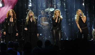 Bonnie Raitt, Stevie Nicks, Sheryl Crow, and Carrie Underwood perform at the 2014 Rock and Roll Hall of Fame Induction Ceremony on Thursday, April, 10, 2014 in New York. (Photo by Charles Sykes/Invision/AP)