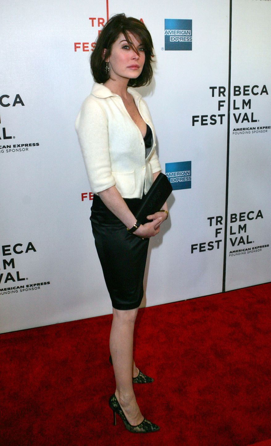 Actress Lara Flynn Boyle, arrives to the special screening of Land of the Blind at the Tribeca Film Festival, Monday, May 1, 2006 in New York.  (AP Photo/Dima Gavrysh)