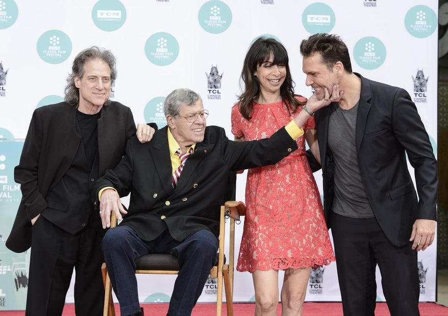 From left to right, actor and comedian Richard Lewis, actor and comedian Jerry Lewis, actress Illeana Douglas, and actor and comedian Dane Cook pose together as Jerry Lewis is honored with a hand and footprint ceremony at TCL Chinese Theatre on Saturday, April 12, 2014 in Los Angeles. (Photo by Dan Steinberg/Invision/AP Images)