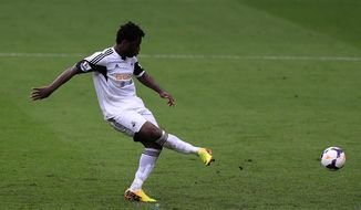 Swansea City's Wilfried Bony scores his team's fourth goal from the penalty spot during their English Premier League soccer match at the Liberty Stadium, Swansea, Wales, Saturday, April 26, 2014. (AP Photo/Nick Potts, PA Wire)     UNITED KINGDOM OUT    -   NO SALES    -   NO ARCHIVES