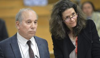 Singer Paul Simon, left, and his wife Edie Brickell appear at a hearing in Norwalk Superior Court on Monday April 28, 2014 in Norwalk, Conn. The couple were arrested Saturday on disorderly conduct charges by officers investigating a family dispute at their home in New Canaan, Conn. (AP Photo/The Hour, Alex von Kleydorff, Pool)