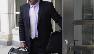 Roger Clemens arrives at federal court in New York, Tuesday, April 29, 2014. Clemens is fighting a federal judge's order to share documents with his accuser in a defamation case. A judge had ruled early this month that Clemens needed to turn over hundreds of pages of documents to former New York Yankees strength coach Brian McNamee. (AP Photo/Seth Wenig)