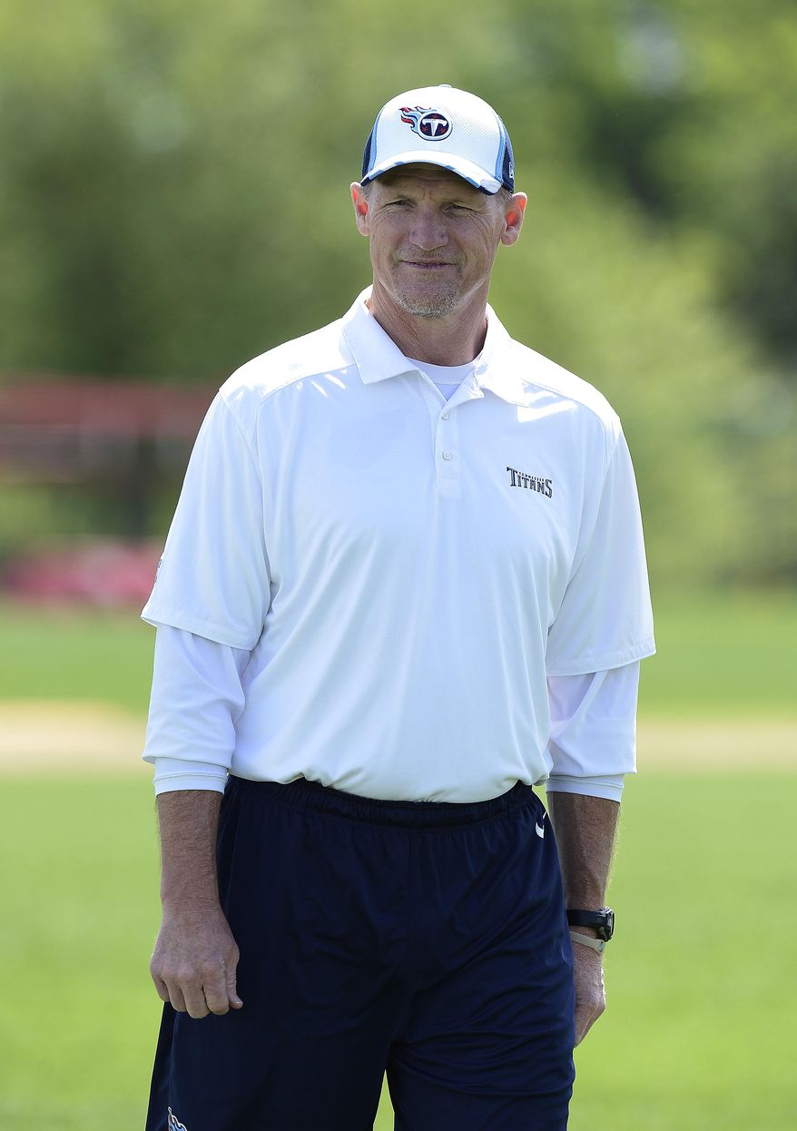 Tennessee Titans head coach Ken Whisenhunt watches his players during an NFL football minicamp workout on Tuesday, April 29, 2014, in Nashville, Tenn. (AP Photo/Mark Zaleski)