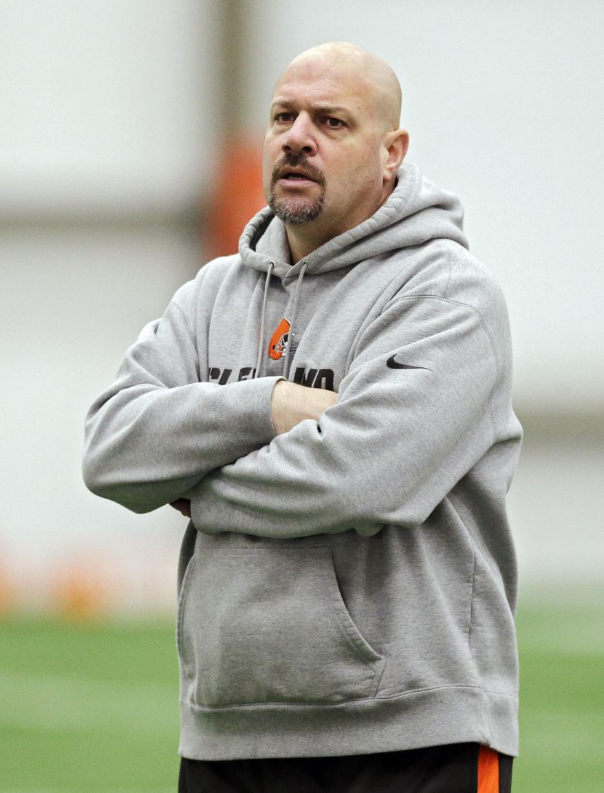 Cleveland Browns head coach Mike Pettine watches during a voluntary minicamp workout at the team's NFL football training facility in Berea, Ohio, Tuesday, April 29, 2014. (AP Photo/Mark Duncan)