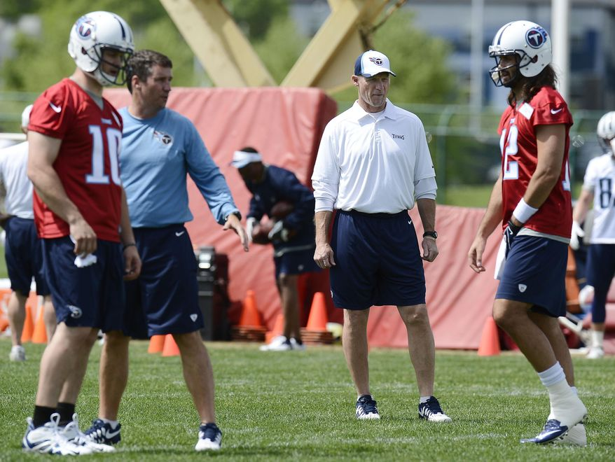 Tennessee Titans head coach Ken Whisenhunt, second from right, watches quarterbacks Jake Locker (10) and Charlie Whitehurst (12) during an NFL football minicamp workout on Tuesday, April 29, 2014, in Nashville, Tenn. (AP Photo/Mark Zaleski)