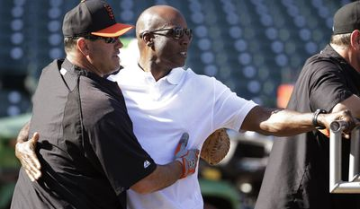 San Francisco Giants community ambassador Will Clark, left, embraces Giants home run king Barry Bonds, right, during batting practice before the Giants' baseball game against the San Diego Padres on Tuesday, April 29, 2014, in San Francisco. (AP Photo/Eric Risberg)