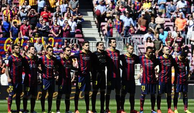FC Barcelona's players observe a minute of silence in honor of late former FC Barcelona's coach Tito Vilanova prior of the Spanish La Liga soccer match between FC Barcelona and Getafe at the Camp Nou stadium in Barcelona, Spain, Saturday, May 3, 2014. FC Barcelona announced on their web page Friday April 25, 2014, that Vilanova died following a long battle with throat cancer. He was 45. (AP Photo/Manu Fernandez)