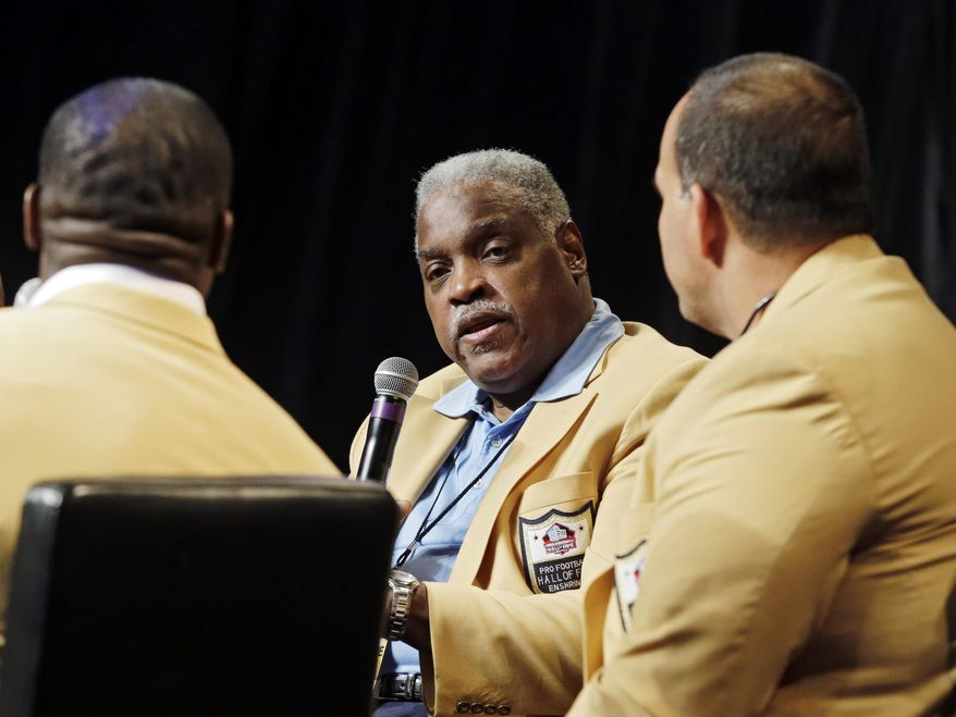 Hall of Famer Art Shell, center, takes part in a panel discussion with Bruce Matthews, right, Lynn Swan and Shannon Sharpe at the inaugural Pro Football Hall of Fame Fan Fest Saturday, May 3, 2014, at the International Exposition Center in Cleveland. (AP Photo/Mark Duncan)