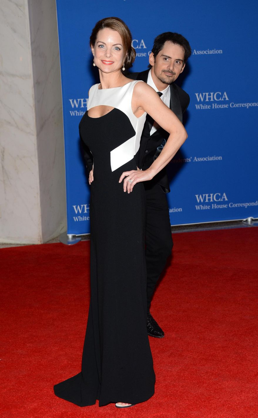 Kimberly Williams-Paisley, left, and Brad Paisley arrive at the White House Correspondents' Association Dinner at the Washington Hilton Hotel, Saturday, May 3, 2014, in Washington. (Photo by Evan Agostini/Invision/AP)