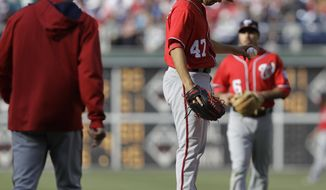 Washington Nationals pitcher Gio Gonzalez (47) reacts as manager Matt Williams, left, comes to the mound to replace him in the eighth inning of a baseball game against th Philadelphia Phillies, Sunday, May 4, 2014, in Philadelphia. (AP Photo/Laurence Kesterson)