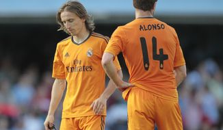 Real Madrid's Luka Modric from Croatia, left, and Xabi Alonso pause,  during a Spanish La Liga soccer match against Real Club Celta, at the Balaidos stadium in Vigo, Spain, Sunday, May 11, 2014. (AP Photo/Lalo R. Villar)