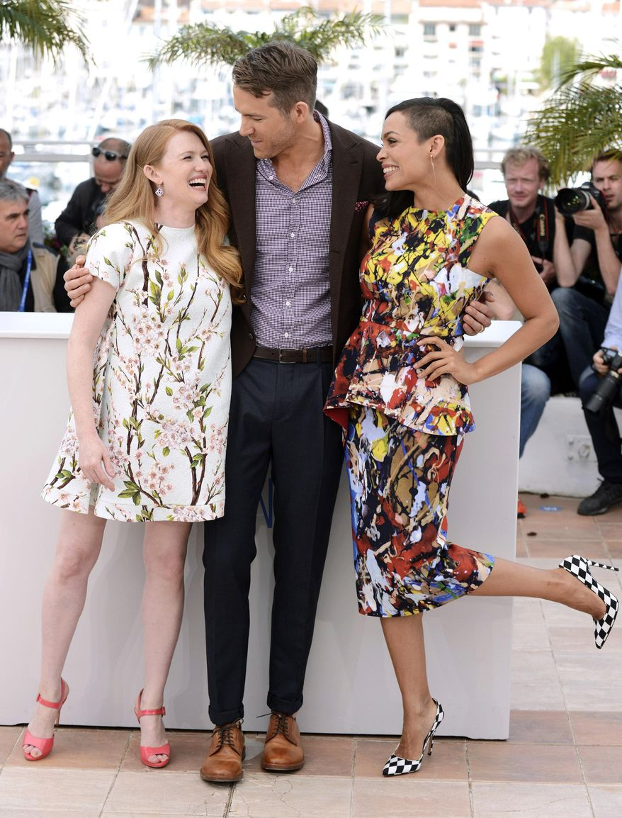 From left, actors Mireille Enos, Ryan Reynolds and Rosario Dawson pose for photographers during a photo call for Captives at the 67th international film festival, Cannes, southern France, Friday, May 16, 2014. (Photo by Arthur Mola/Invision/AP)