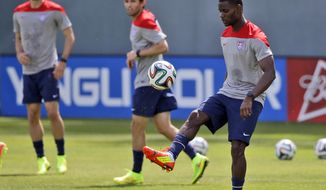 United States' Maurice Edu juggles the ball during a training session in preparation for the World Cup soccer tournament on Friday, May 16, 2014, in Stanford, Calif. (AP Photo/Marcio Jose Sanchez)