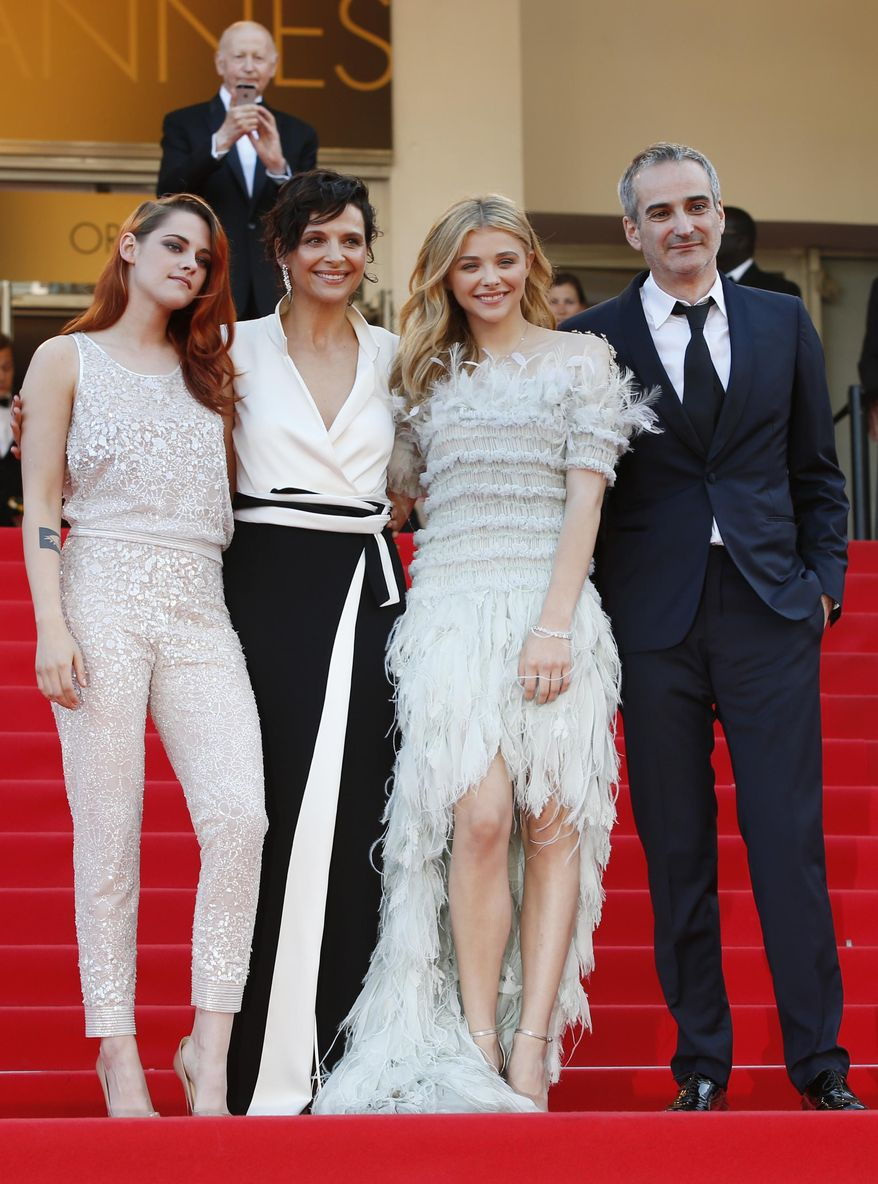 From left, actress Kristen Stewart, actress Juliette Binoche, actress Chloe Grace Moretz and director Olivier Assayas stand at the top of the steps as they arrive for the screening of Sils Maria at the 67th international film festival, Cannes, southern France, Friday, May 23, 2014. (AP Photo/Alastair Grant)