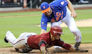 New York Mets pitcher Josh Edgin tags out Arizona Diamondbacks' Gerardo Parra during the eighth inning of the second game of a baseball double-header at Citi Field, Sunday, May 25, 2014, in New York. (AP Photo/Bill Kostroun)