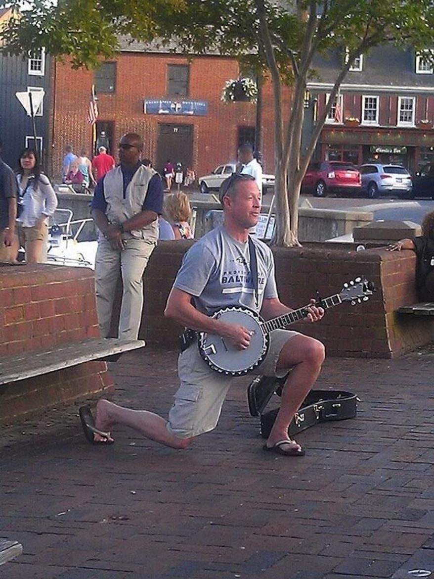 Maryland Gov. Martin O'Malley spent part of his Memorial Day on Monday pickin' and pluckin' his trusty banjo on the streets of Annapolis. (Eye on Annapolis via Twitter)