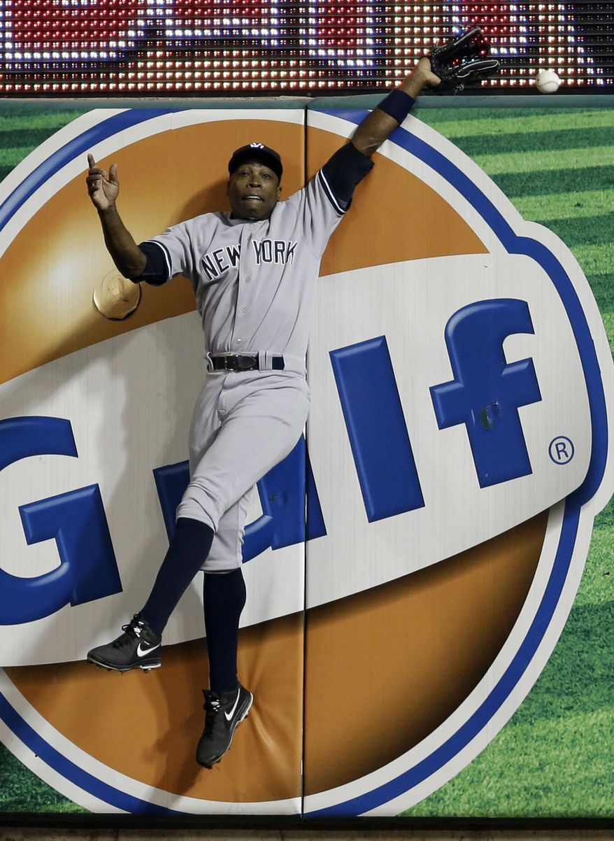 New York Yankees right fielder Alfonso Soriano cannot catch a solo home run by St. Louis Cardinals' Allen Craig during the fifth inning of a baseball game Tuesday, May 27, 2014, in St. Louis. (AP Photo/Jeff Roberson)