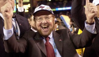 FILE - In this Jan. 26, 2003 file photo, Tampa Bay Buccaneers owner Malcolm Glazer celebrates the Bucs' 48-21 victory over the Oakland Raiders in Super Bowl XXXVII in San Diego. Glazer, the self-made billionaire who owned the NFL's Tampa Bay Buccaneers and English soccer's Manchester United, has died.  He was 85. The Bucs said Glazer died Wednesday, May 28, 2014.  (AP Photo/Dave Martin, File)