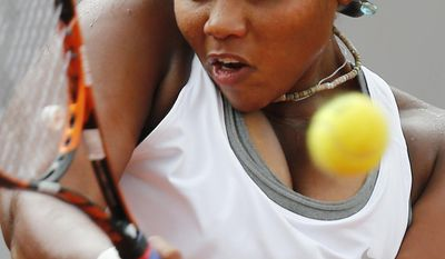 Taylor Townsend, of the U.S, returns the ball to Spain's Carla Suarez Navarro during their third round match of  the French Open tennis tournament at the Roland Garros stadium, in Paris, France, Friday, May 30, 2014. (AP Photo/David Vincent)