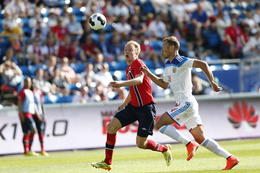 Norway's Havard Nielsen, left, and Russia's Vasili Berezutski compete for the ball during their international friendly soccer match in Olso, Saturday, May 31, 2014.  The match ended 1-1. (AP Photo/Erlend Aas, NTB Scanpix)    NORWAY OUT