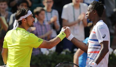 France's Gael Monfils, right, and Italy's Fabio Fognini shake hands after their third round match of  the French Open tennis tournament at the Roland Garros stadium, in Paris, France, Saturday, May 31, 2014. (AP Photo/David Vincent)