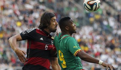 Germany's Sami Khedira,orld  left,  and Cameroon's Samuel Eto'o challenge for the ball during a friendly WCup preparation soccer match between Germany and Cameroon in Moenchengladbach, Germany, Monday, June 2, 2014. (AP Photo/Frank Augstein)