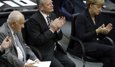 German Chancellor Angela Merkel, right, and German President Joachim  Gauck, center, applaud as the German-French political scientist Alfred Grosser, left, prepares for his speech as part of a World War One remembrance reception at the German Parliament, Bundestag, in Berlin, Germany, Thursday, July 3, 2014. (AP Photo/Michael Sohn)