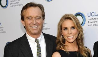 "Environmental activist Robert F. Kennedy Jr. ""ain't compromising his lifestyle,"" writes Liberal Bully of the Week author Rusty Humphries. Mr. Kennedy and his new bride,  actress Cheryl Hines, bought a $5 million manse in Malibu. (Photo by Chris Pizzello/Invision/AP, File)"