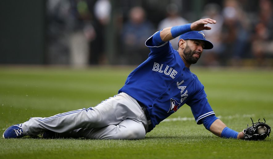 Toronto Blue Jays right fielder Jose Bautista catches a fly ball hit by the Chicago White Sox's Gordon Beckham during the third inning of a baseball game on Sunday, Aug. 17, 2014, in Chicago, Ill. (AP Photo/Andrew A. Nelles)