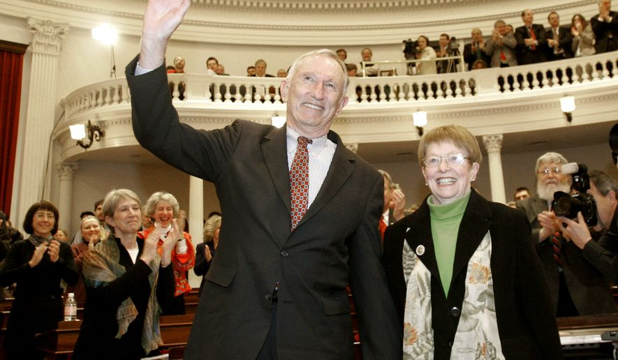 "** FILE**U.S. Sen. Jim Jeffords, I-Vt., waves to members of the legislature at the Statehouse in Montpelier, Vt., in this Jan. 5, 2006, file photo.  At right is his wife, Liz. Elizabeth ""Liz"" Daley Jeffords who has died, it was announced Friday, April 13 2007. She was 68. (AP Photo/Toby Talbot, File)"