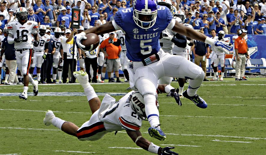 Kentucky running back Braylon Heard (5) outruns Tennessee-Martin defensive back Jordan Landry (21) to score a first half touchdown in the season-opening NCAA college football game for both teams in Lexington, Ky., Saturday, Aug. 30, 2014. (AP Photo/Garry Jones)