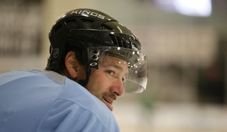Los Angeles Kings right wing Justin Williams takes a break during the team's NHL hockey practice Friday, Sept. 19, 2014, in El Segundo, Calif. (AP Photo/Jae C. Hong)