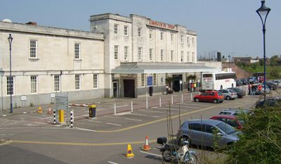 The Leamington Spa railway station is seen here in 2005 (Wikipedia)