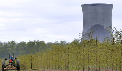 A nuclear power plant in Perry, Ohio. (Associated Press) ** FILE **