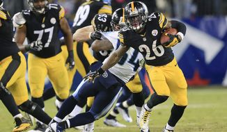 Pittsburgh Steelers running back Le'Veon Bell (26) runs the ball against the Tennessee Titans in the second half of an NFL football game Monday, Nov. 17, 2014, in Nashville, Tenn. The Steelers won 27-24. (AP Photo/Wade Payne)