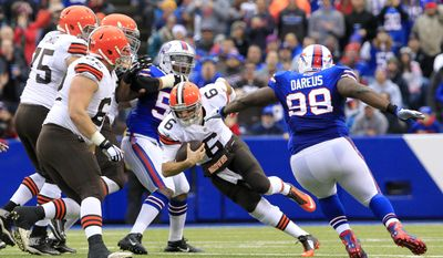 Cleveland Browns quarterback Brian Hoyer (6) scrambles for yardage against the Buffalo Bills during the first half of an NFL football game, Sunday, Nov. 30, 2014, in Orchard Park, N.J. (AP Photo/Bill Wippert)