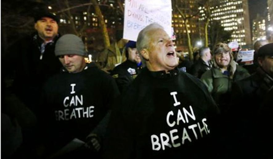 """Protesters wear shirts with """"I can breathe"""" on the front and """"thanks to the NYPD"""" on the back during a rally in support of the New York City Police Department, Friday, Dec. 20, 2014. (Image: Twitter, The Independent)"""