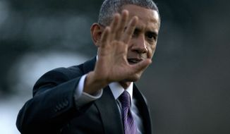 President Barack Obama waves as he walks from Marine One across the South Lawn to the Oval Office of the White House, Thursday, Jan. 15, 2015, in Washington, as he returns from Baltimore where he attended the Senate Democratic Issues Conference and visited Charmington's Cafe where he talked about  paid sick leave for working Americans. (AP Photo/Carolyn Kaster)