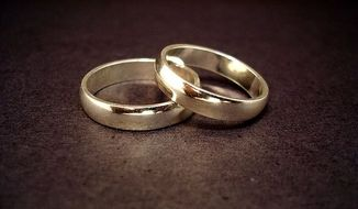 Wedding rings (Wikimedia Commons) ** FILE **