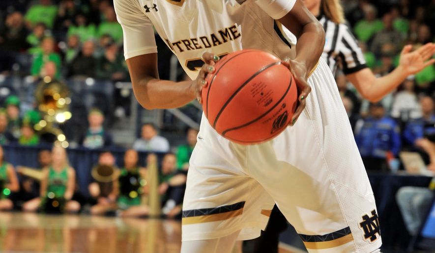Notre Dame guard Jewell Loyd (32) drives the lane in the first half of a women's college ...
