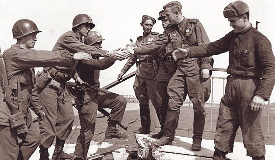 U S And Soviet Russian Troops Meet At The Elbe River In