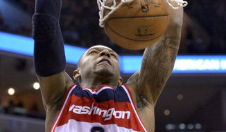 Washington Wizards guard Bradley Beal (3) dunks the ball in the first half of an NBA basketball game against the Memphis Grizzlies Saturday, April 4, 2015, in Memphis, Tenn. (AP Photo/Brandon Dill)