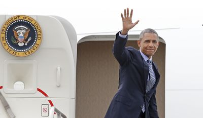 President Barack Obama waves as he departs Westchester County Airport in Harrison, N.Y., Wednesday, May 20, 2015, following a trip to New York and Connecticut where he delivered the commencement speech at the U.S. Coast Guard Academy in New London, CT.  (AP Photo/Kathy Willens)