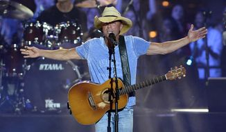 Kenny Chesney performs on an outdoor stage during the CMT Music Awards on Wednesday, June 10, 2015, in Nashville, Tenn.  (Photo by Mark Zaleski/Invision/AP)