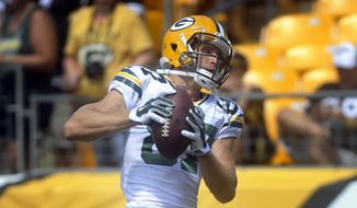 Green Bay Packers wide receiver Jordy Nelson warms up for an NFL preseason football game against the Pittsburgh Steelers, Sunday, Aug. 23, 2015, in Pittsburgh. Nelson was injured in the first quarter. Nelson landed awkwardly while trying to cut after making an 8-yard reception on Green Bay's opening drive and did not return. (AP Photo/Vincent Pugliese)