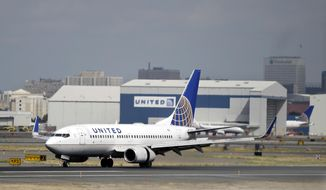 A United Airlines passenger plane lands at Newark Liberty International Airport Wednesday, Sept. 9, 2015, in Newark, N.J. Oscar Munoz, a railroad executive and head of United's audit committee, was named CEO and president. (AP Photo/Mel Evans)