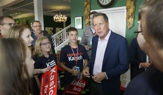 Republican presidential candidate, Ohio Gov. John Kasich, meets with students at the 2016 Mackinac Republican Leadership Conference, Saturday, Sept. 19, 2015, in Mackinac Island, Mich. (AP Photo/Carlos Osorio) ** FILE **