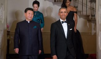 President Barack Obama, Chinese President Xi Jinping, first lady Michelle Obama and Jinping's wife Peng Liyuan descend the Grand Staircase as they arrive for a State Dinner, Friday, Sept. 25, 2015, at the White House in Washington. (AP Photo/Andrew Harnik)